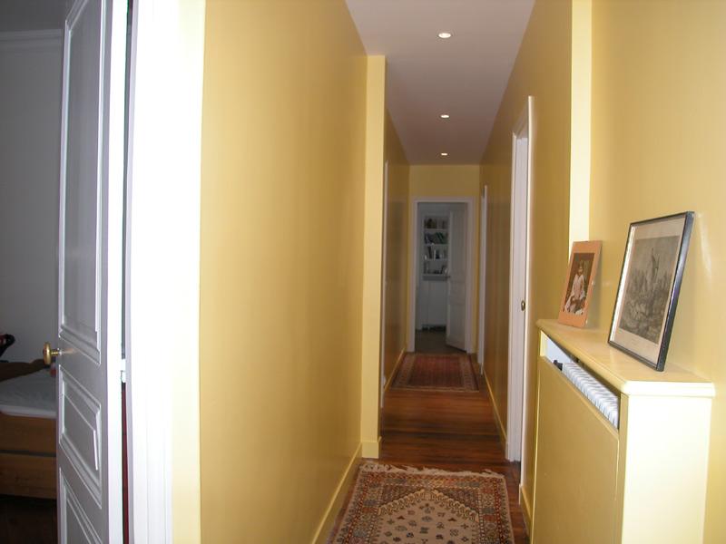 conseils deco deco couloir meuble salle de bain bureau With quelle couleur peindre les portes 17 conseils deco deco couloir meuble salle de bain bureau