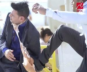 بالفيديو محمد رمضان يضرب رامز جلال في رامز واكل الجو