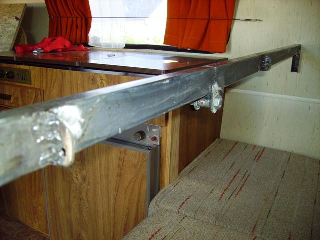 lit superpos caravane pliante meubles pour le cabinet. Black Bedroom Furniture Sets. Home Design Ideas