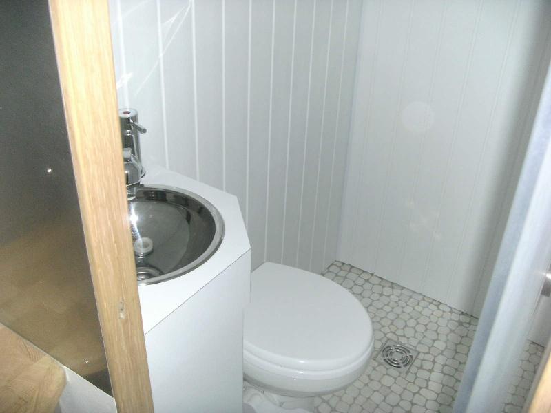 amenagement evier inox wc cellule page 2. Black Bedroom Furniture Sets. Home Design Ideas