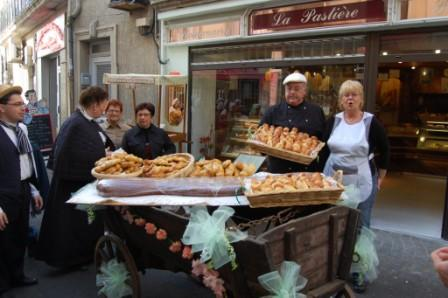 forum citoyen de frontignan, 2 boulangeries ouvertes dans le centre.