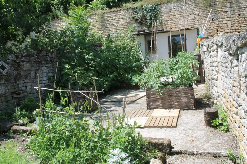 Dalle de b ton et jardin petits espaces et jardins en for Dalles de jardin en beton