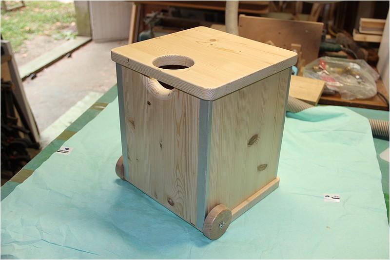 Un tabouret roulettes for Deplace meubles a roulettes