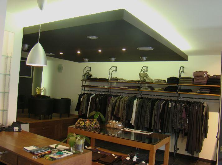 je souhaiterais refaire mon salon et tout d 39 abord commencer par le plafond. Black Bedroom Furniture Sets. Home Design Ideas
