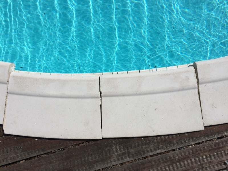 Margelles d coll es r parer et refaire les joints for Refaire joints carrelage piscine