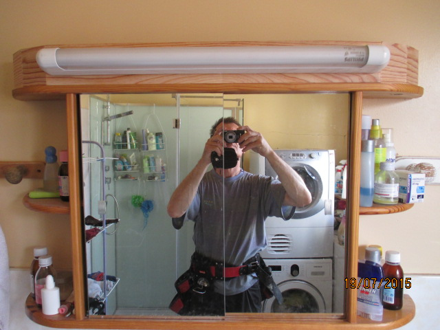 Support clairage n on pour armoire de toilette - Eclairage pour armoire de toilette ...
