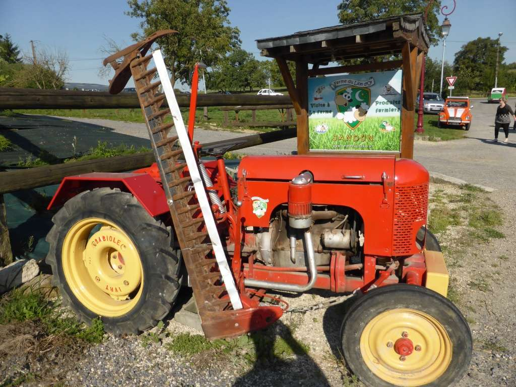 dautres tracteurs sont utiliss en dcoration