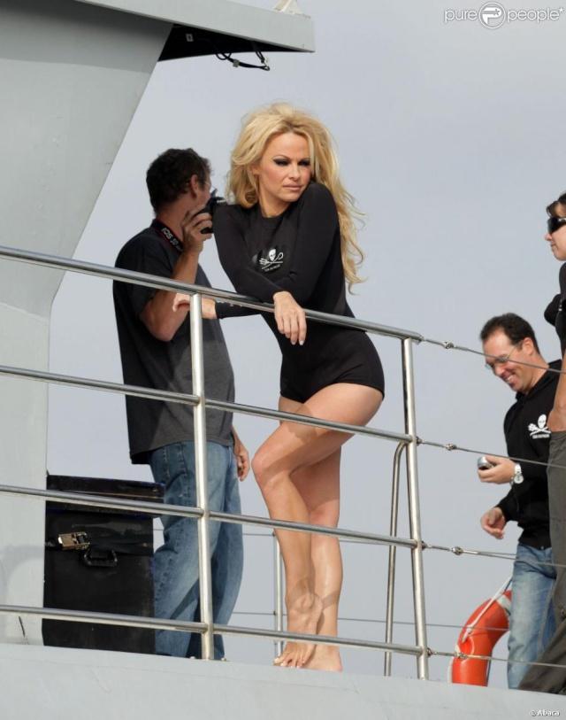 Pamela Anderson en combinaison Sea Shepherd, élément de la communication de l'organisation.