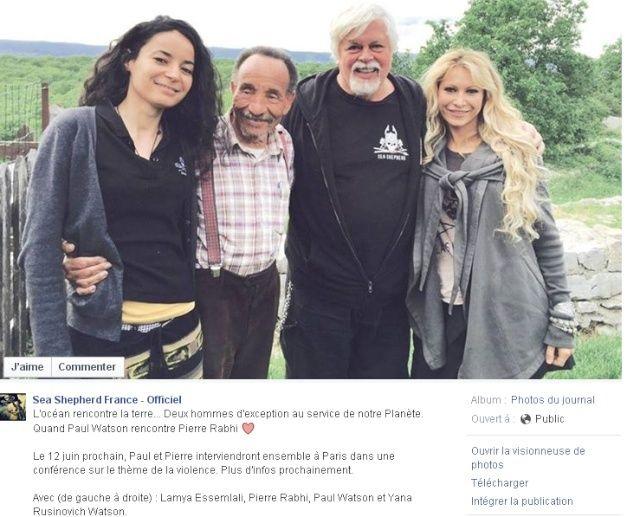 De gauche à droite : Lamya Essemlali (porte parole de Sea Shepherd France), Pierre Rabhi, Paul Watson et Yana Rusinovich, sa femme et également militante de Sea Shepherd.