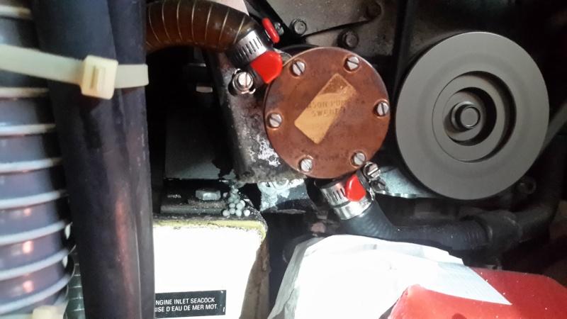 question m canique moteur fuite pompe eau de mer page 3. Black Bedroom Furniture Sets. Home Design Ideas
